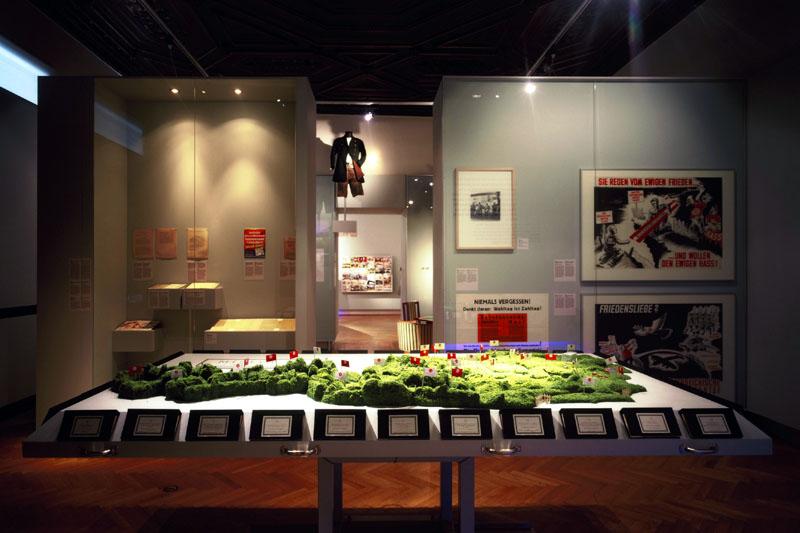 Jetzt ist er bös der Tennenbaum / curated with Felicitas Heimann Jelinek and Gerhard Milchram / Vienna 2005